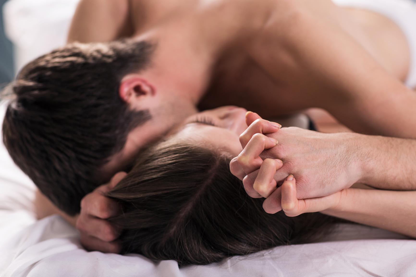 Картинки парень и девушка секс, зрелая женщина сосет член вся в сперме